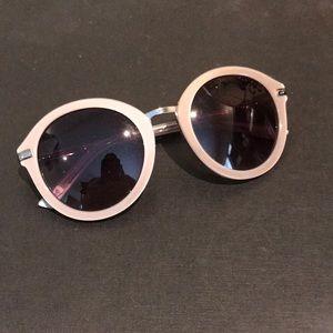 Fun neutral Ted Baker sunglasses for summertime!